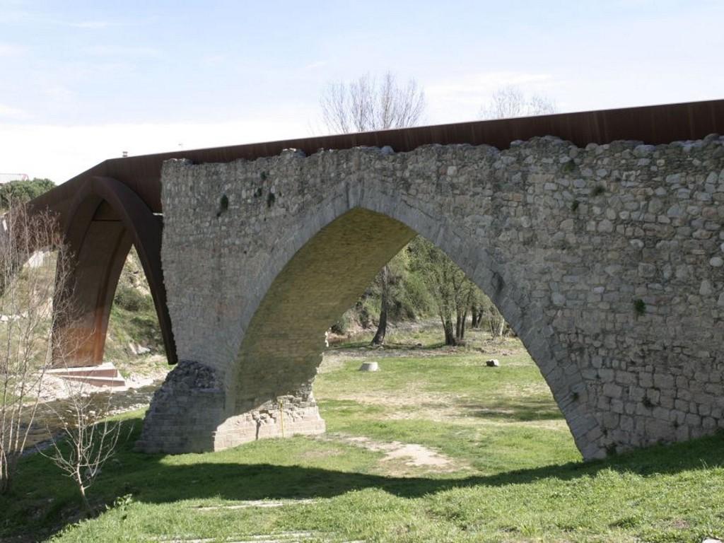http://www.santceloni.cat/ARXIUS/imatges_generals/patrimoni/Pont_trencat_1.jpg